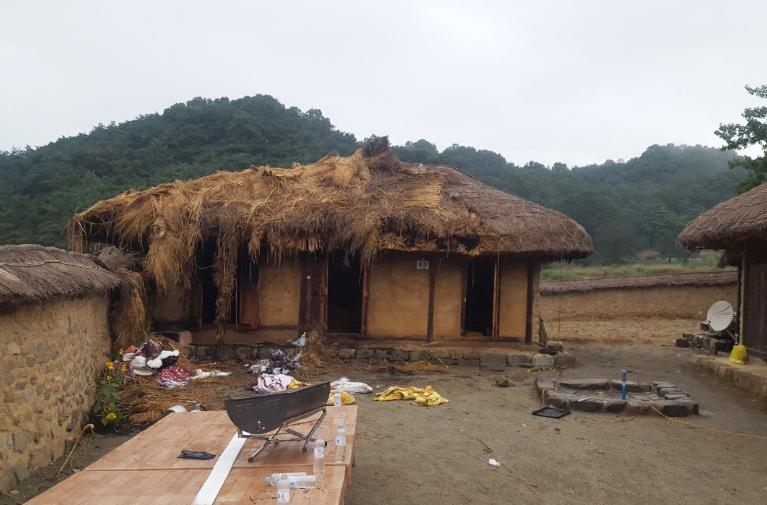 성주 한개마을 내 민박집 일부가 불에 소실된 현장.jpeg