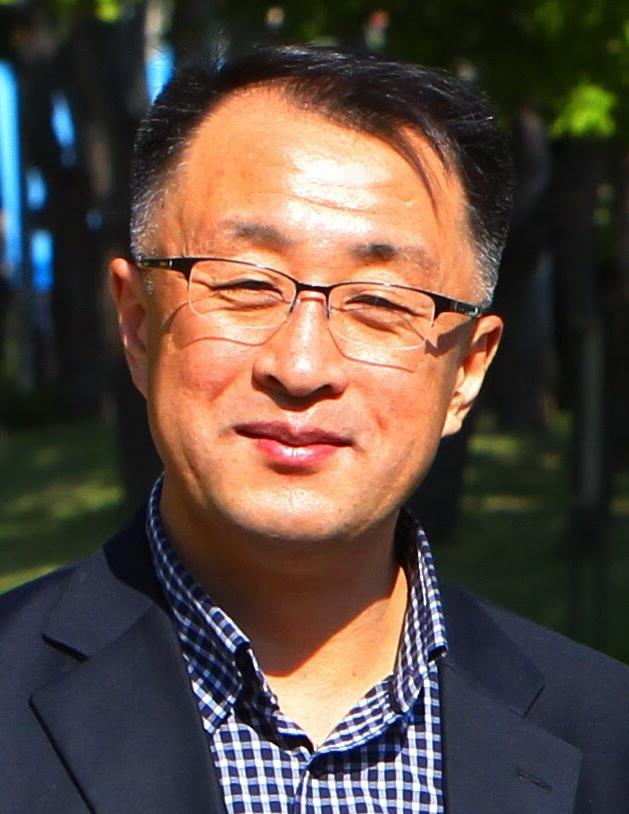 이한웅 작가·콘텐츠연구소 상상 대표.jpg