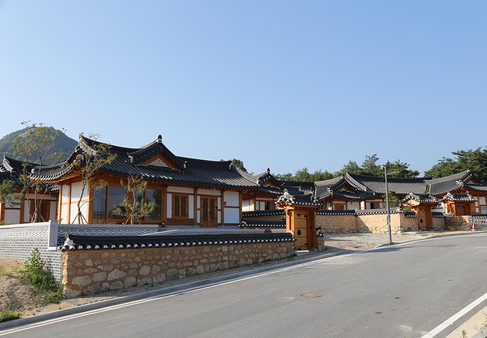 경북도청 신도시 한옥마을 시범 주택.jpeg