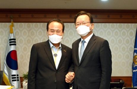 김영만 군수, 김부겸 총리 만나 '군위군 대구 편입' 이행 협조 요청