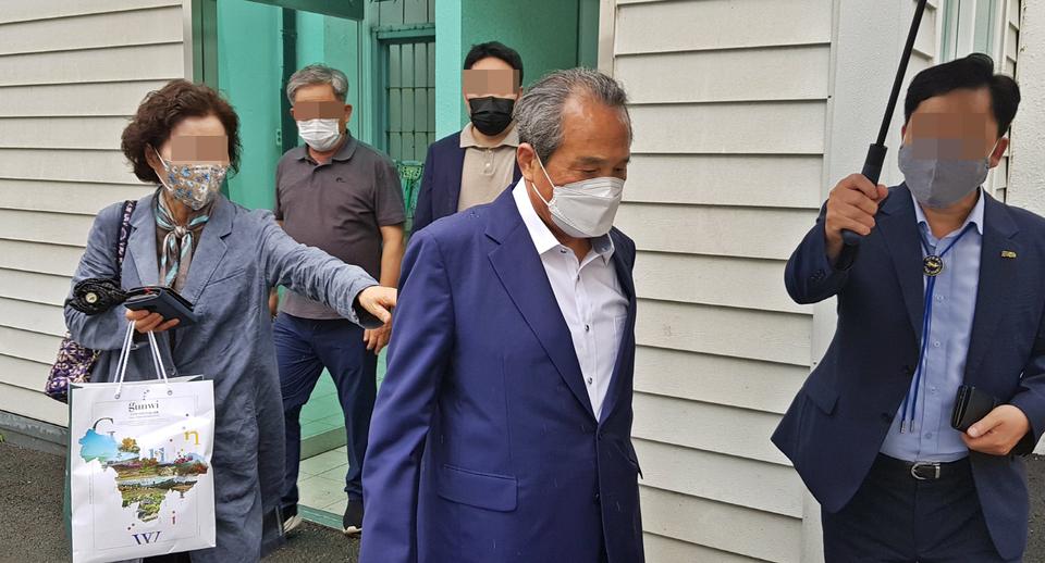 '2억 수뢰 혐의' 김영만 군위군수 '무죄' 확정…군수직 유지
